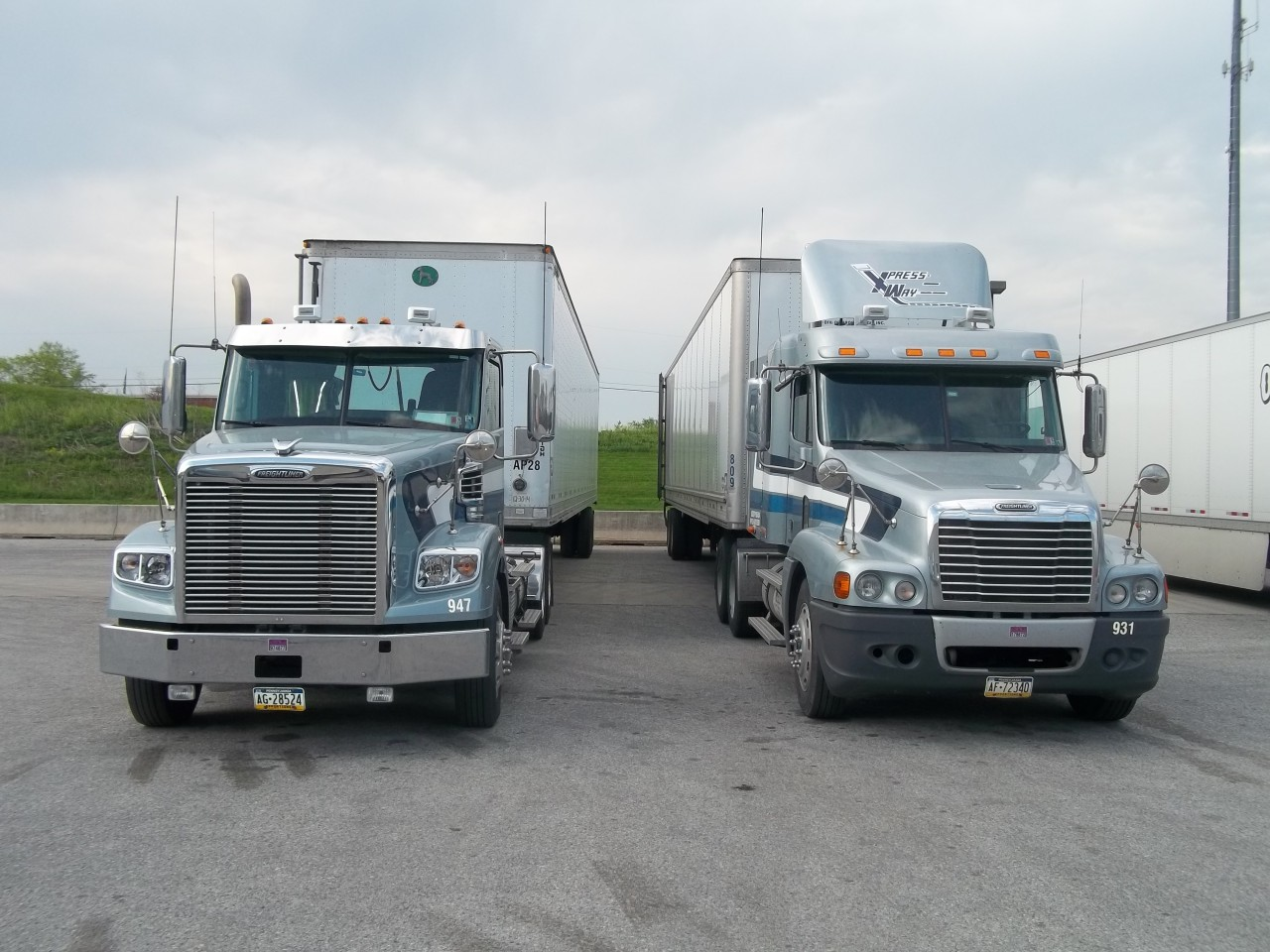 Dualing trucks